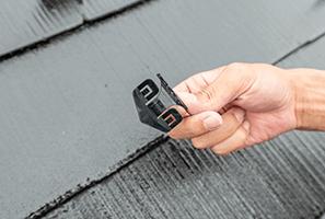 屋根塗装で重要な縁切り作業